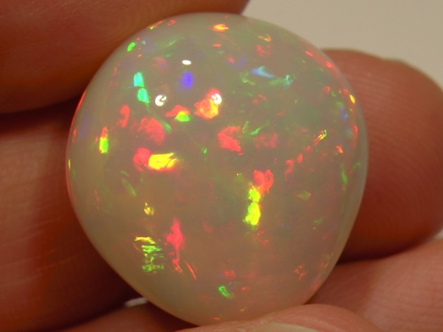 30.82 cts Very Bright Ethiopian Welo Opal