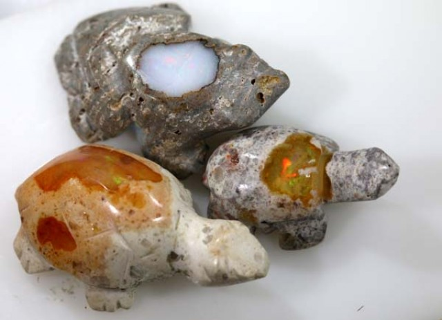 MEXICAN FIRE 3 OPAL CARVINGs  23 CTS - LO-3720