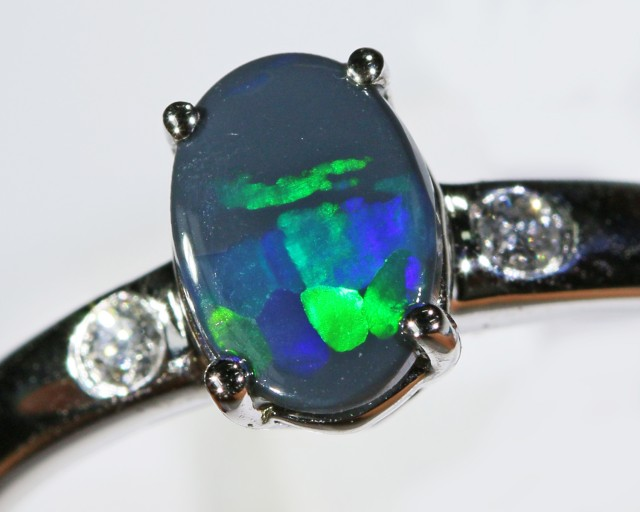 Black opal 18k White Gold Ring size7.5  BU1491