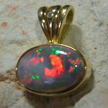 18K GOLD OPAL & DIAMOND PENDANT