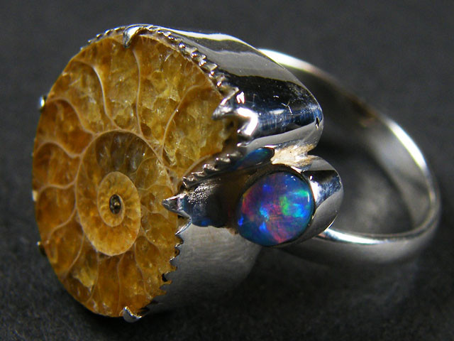 AMMONITE,L.OPAL STERLING SILVER RING SIZE 19 MYT698