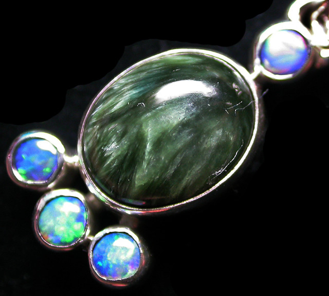 11.98 CTS SERAPHNITE PENDANT WITH SOLID OPALS SILVER  SJ2738