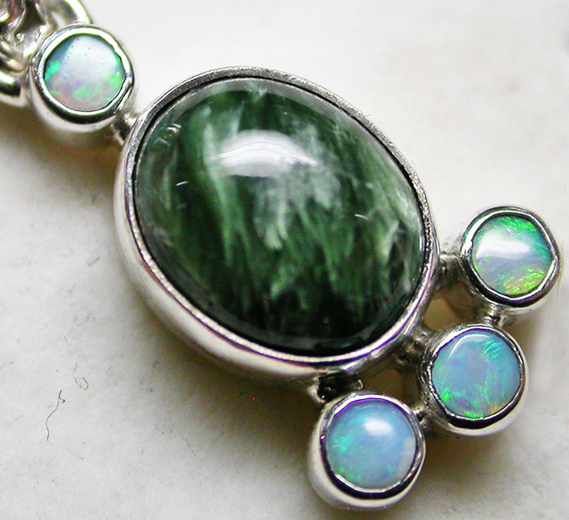 11.83 CTS SERAPHNITE PENDANT WITH SOLID OPALS SILVER SJ2739