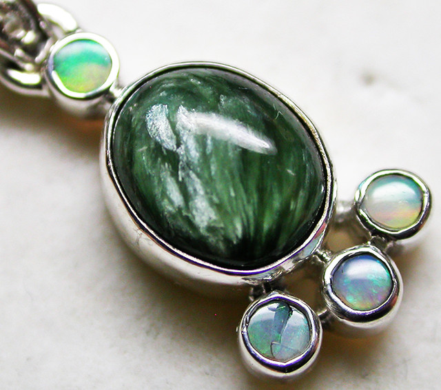 11.97 CTS SERAPHNITE PENDANT WITH SOLID OPALS SILVER SJ2741