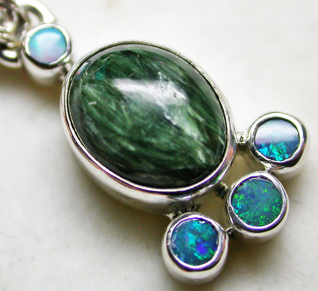 12.13 CTS SERAPHNITE PENDANT WITH SOLID OPALS SILVER SJ2742