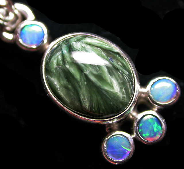 12.03 CTS SERAPHNITE PENDANT WITH SOLID OPALS SILVER SJ2743