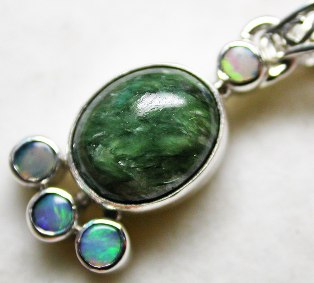 11.78 CTS SERAPHNITE PENDANT WITH SOLID OPALS SILVER SJ2745