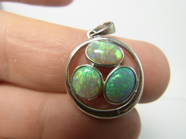 13ct solid opal pendant