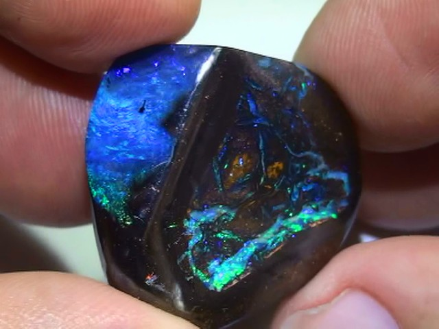 47.50 ct BRIGHT BLUE GREEN COLOR KORIOT MATRIX QUEENSLAND BOULDER OPAL