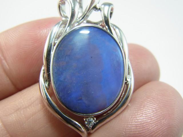 28 ct solid boulder opal pendant