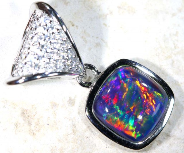 9.40 CTS SILVER TRIPLET OPAL PENDANT OF-1674