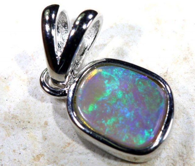 4 CTS SILVER CRYSTAL OPAL PENDANT OF-1677