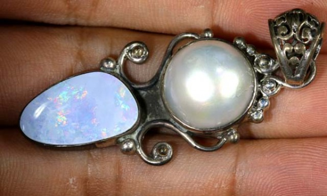 OPAL DOUBLET WITH IRONSTONE BACKING PENDANT 40 CTS OF-1759