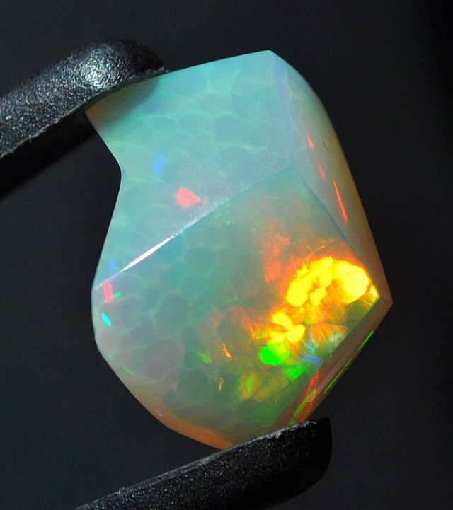 8.20ct ETHIOPIAN WELLO ARTFULLY CARVED HONEYCOMB DAZZLING GEM OPAL