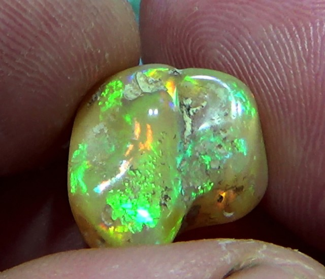 9.90 cts Ethiopian Welo FLASH MICROCELLS tumbled opal N6 4,5/5