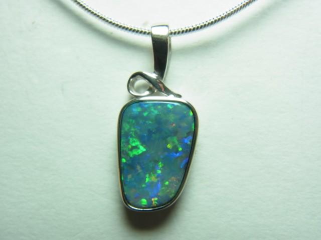 Doublet opal pendant