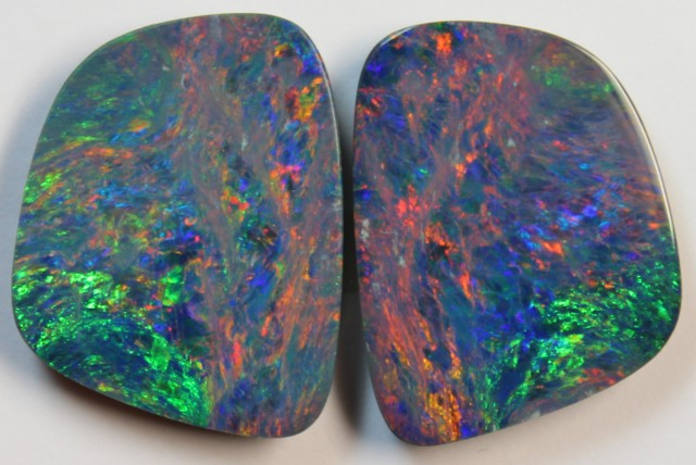 15.88 CTS  - TOP PAIR OPAL DOUBLE ELECTRIC COLOR D881
