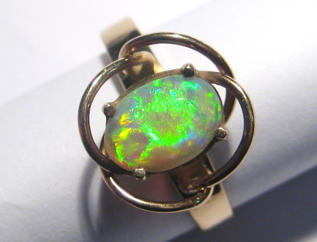Stunning Australian Lightning Ridge Opal and Solid Gold Ring