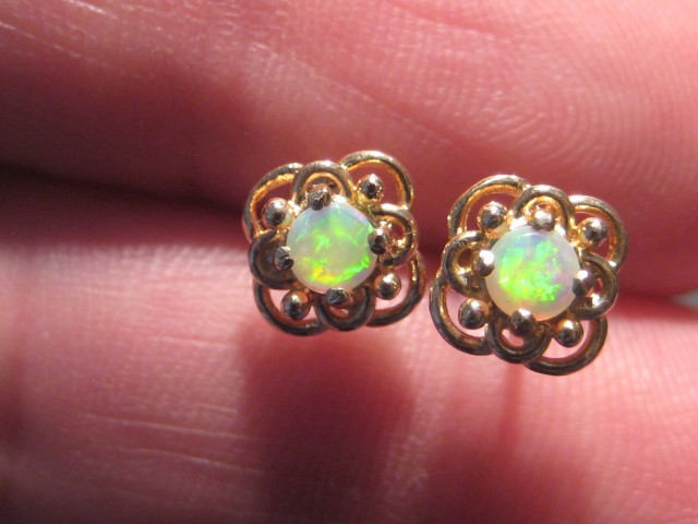 Beautiful Australian Coober Pedy Opal and solid Gold Earrings