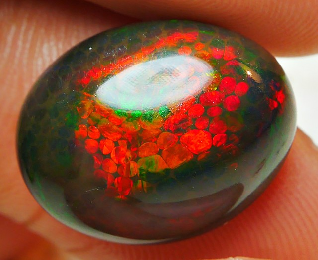 7.45 CRT BRILLIANT HONEY COMB SMOKED FIRE WELO OPAL
