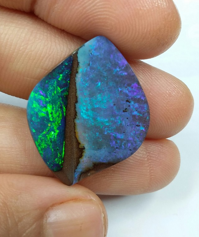 18CT AMAZING UNIQUE  QUEENSLAND BOULDER OPAL  SS0821