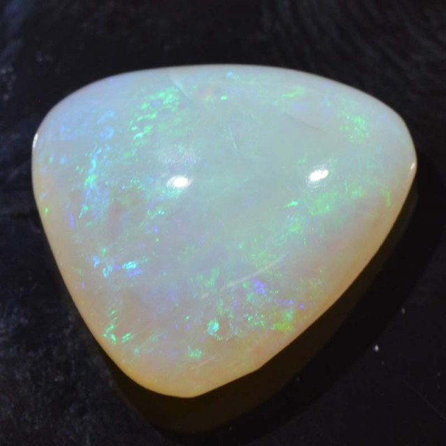 8.61cts White Opal From Coober Pedy (R2859)