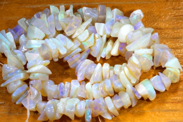 68.60CTS CRYSTAL OPAL CHIPS BEADS STRAND TBO-6763