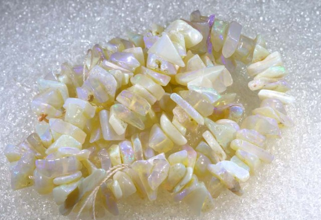 63.50 CTS CRYSTAL OPAL CHIPS BEADS STRAND TBO-6781