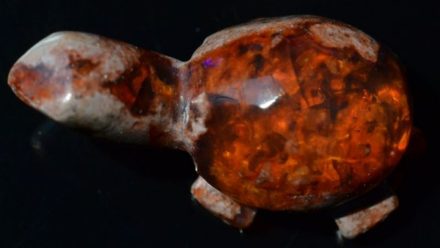7ct MEXICAN MATRIX ORANGE OPAL TURTLE CARVING FIGURINE