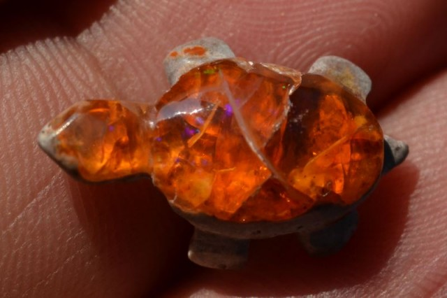 5.5ct MEXICAN MATRIX ORANGE OPAL TURTLE CARVING FIGURINE