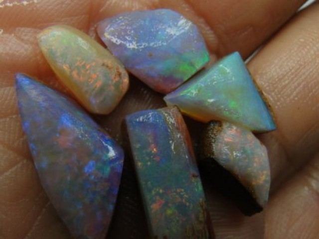 24.CT SMALL BRIGHT WOOD FOSSIL BOULDER OPAL  SS01271