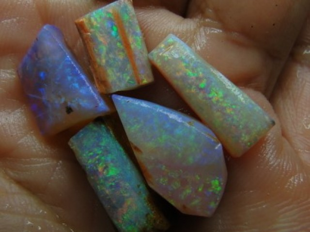 21.45 CT SMALL BRIGHT WOOD FOSSIL BOULDER OPAL  SS01273