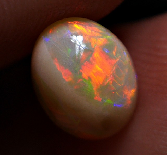 0.80 CRT GORGEOUS DARK BASE 3D ABSTRACT FIRE PATTERN WELO OPAL