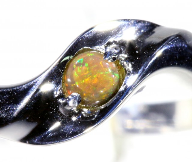 Cute Solid Crystal Opal 18k White Gold Ring SB 827