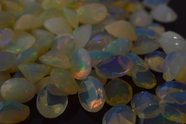 1.8 ct Opal 8x6 Faceted Pear