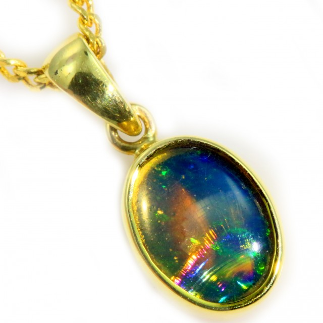 Enhanced Crystal Opal Set in 18K Yellow Gold Pendant CF1222