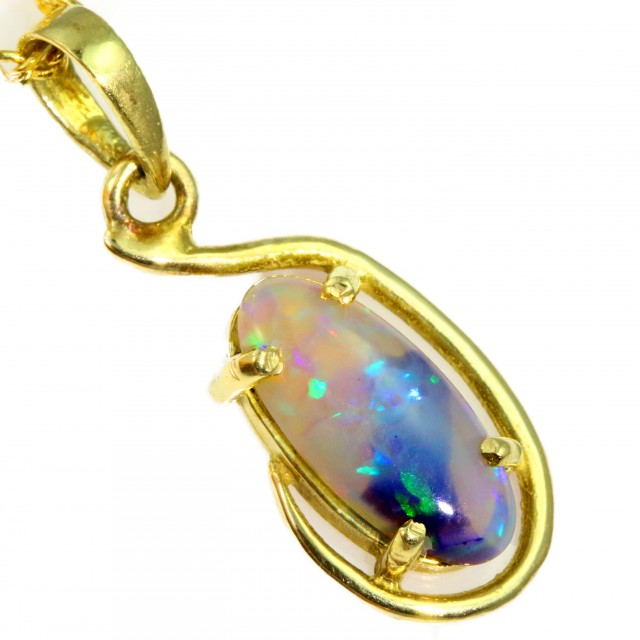 Solid Crystal Opal Set in 18K Yellow Gold Pendant CF1237