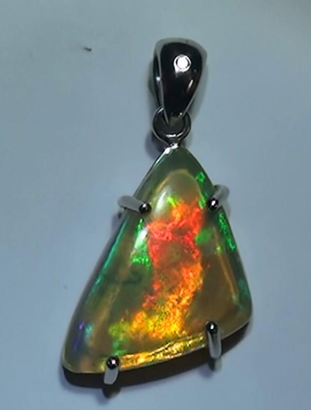 Gold Pendant 14k Natural Gem Rainbow Color Welo Opal 19.55 ct