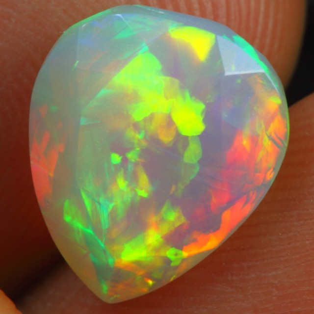 Cyber Sales Faceted 3.60cts Strong & Bright Fire Play Ethiopian Opal