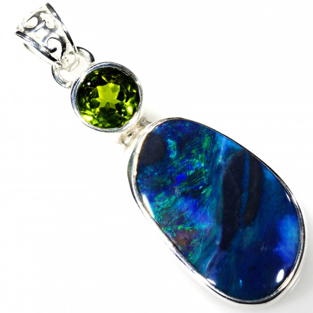 SOLID BLACK OPAL WITH PERIDOT SET IN SILVER PENDANT [SOJ5906]