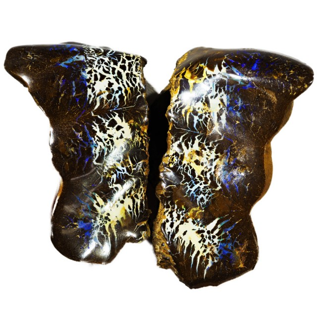 725 CTS  MATRIX OPAL SCULPTURE [BMA4467]