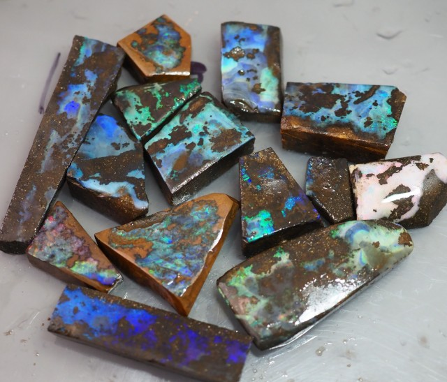 440 CT QUEENSLAND BOULDER OPAL ROUGH TO166