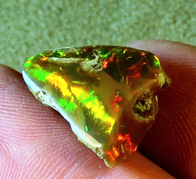 9.30 cts Ethiopian Welo CHAFF CELLS dark opal N4 5/5