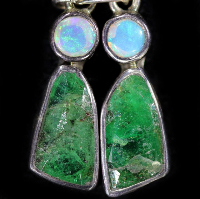 14.85 cts CRYSTAL OPAL AND EMERALD EARRINGS-FACTORY DIRECT  [SOJ5967]