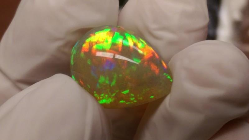 Screamin Bright® 10.25ct Dark Crystal With Beautiful Flash