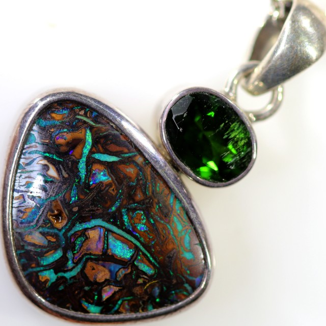 50.30 CTS SILVER  BOULDER OPAL WITH CHROME DIOPSIDE PENDANT FREE CHAIN [SOJ
