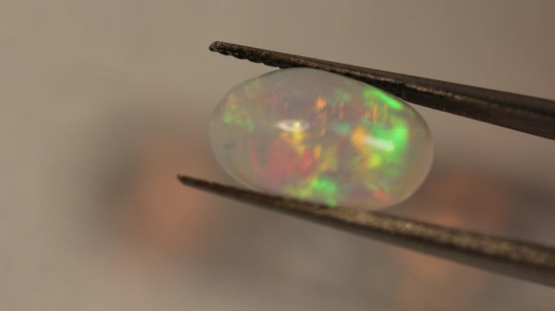 2.35 ct Gem Welo opal.