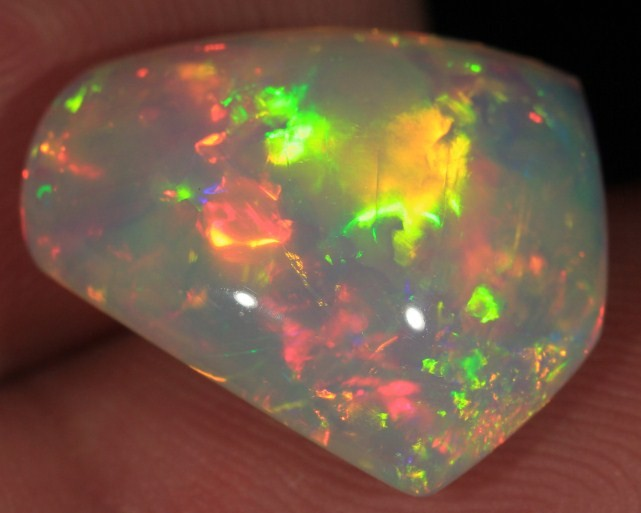 8.2CT~BRILLIANT 5/5 WELO OPAL CAB~REFLECTIVE FOIL FLAME PATTERN