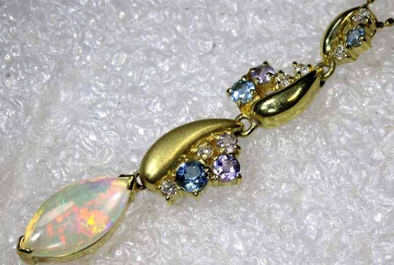 25.05CTS YELLOW GOLD WHITE OPAL AND GEMSTONES NECKLACE INV-908