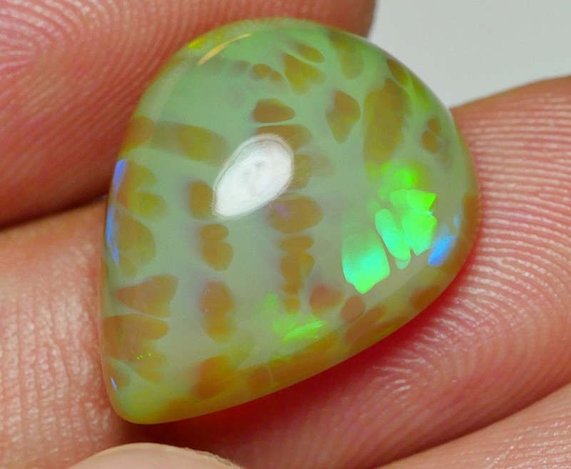 8.45 CRT VERY UNIQUE GREY BASE 3D HONEYCOMB PATTERN WELO OPAL